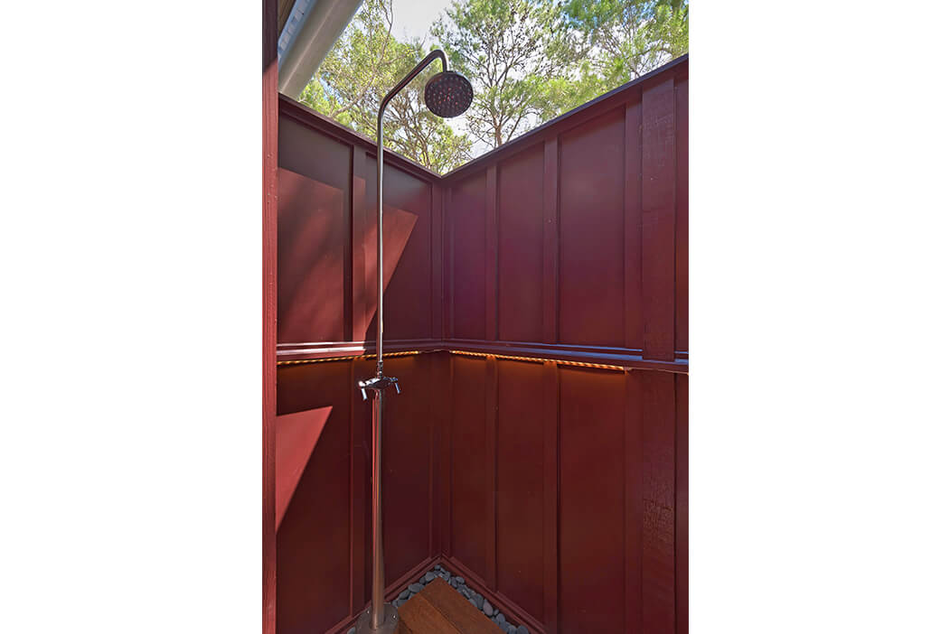 3Bed-outside-shower